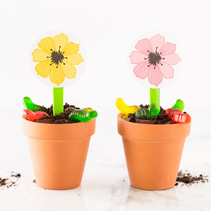 Flower Pot OREO Dirt Pudding Cups… this no bake dessert couldn't be any easier or delicious!