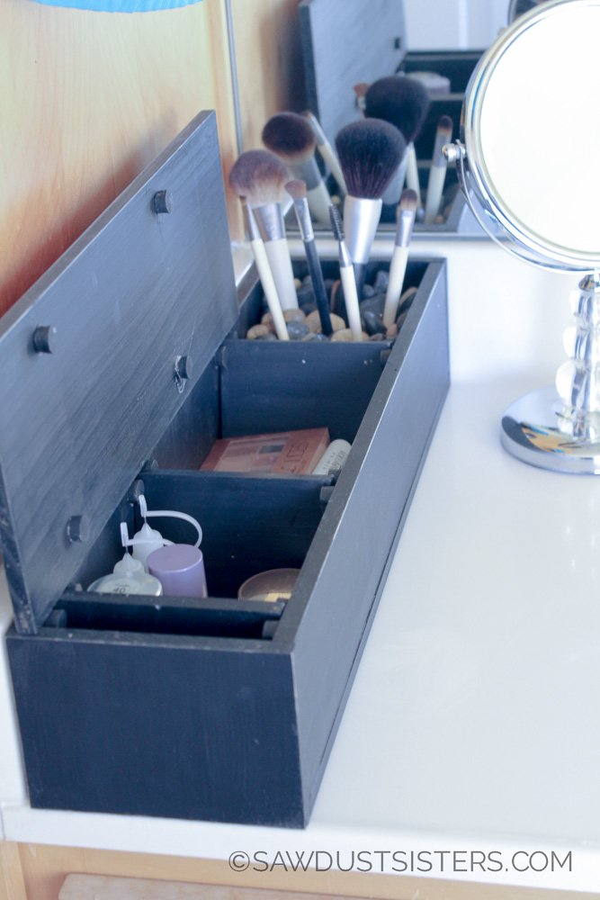 Create your own personalizedDIY makeup organizer boxwith divider inserts.