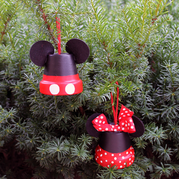 If your kids love Mickey and Minnie, they will love helping to paint these terra cotta pots and make ornaments like their favorite characters. Add a few of these to your tree this Christmas!
