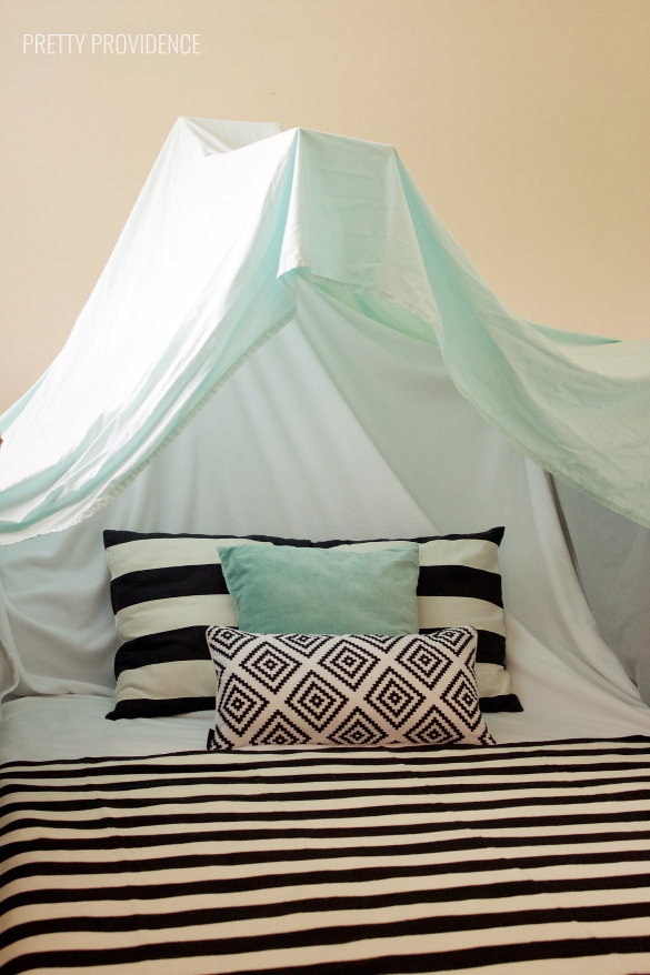 Great tips to make the best blanket (and sheet) forts with items around your home. (Makes the best date night, actually!)