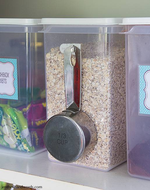 Hang your measuring cup on the side of the oats container with a little hook.