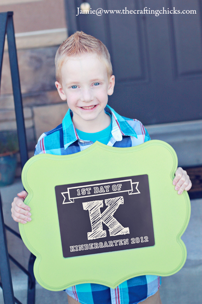 These 1st Day of School Signs & Free Printables will help you take the best pictures when the kids head back to school.