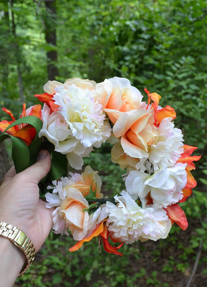 Flower crowns might not be new but the flowers you choose for your crown can make it or break it!