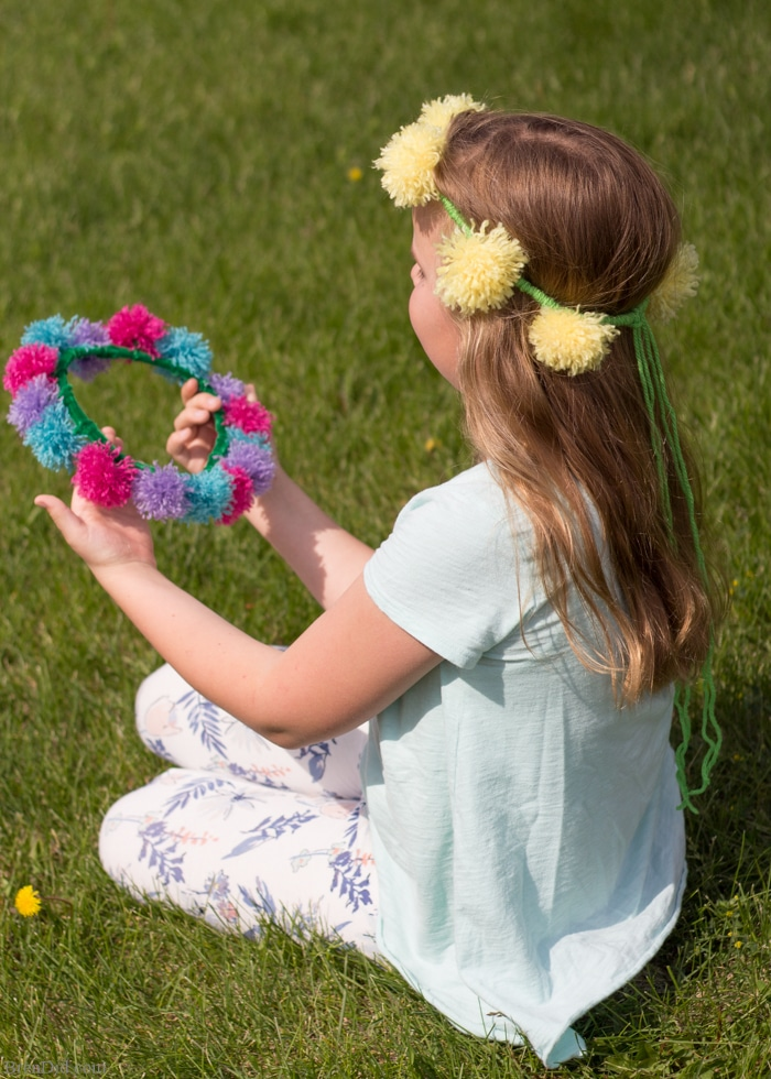 Learn how to make easy tassel flower crowns from yarn and pipe cleaners to delight someone you love. This simple craft is perfect for kids and adults.