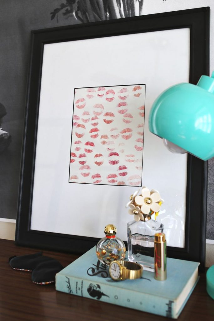 The visual statement that kiss prints can make makes this gift pretty, feminine and personal.